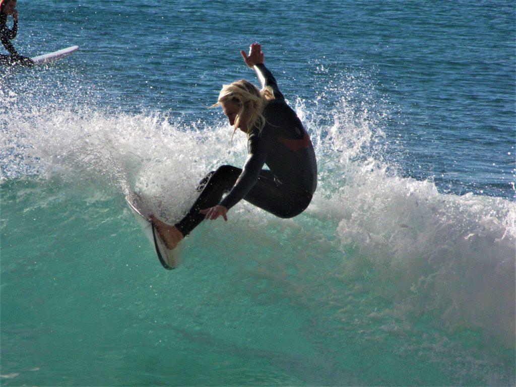 Surfguide Algarve off the lip at Porto de Mos