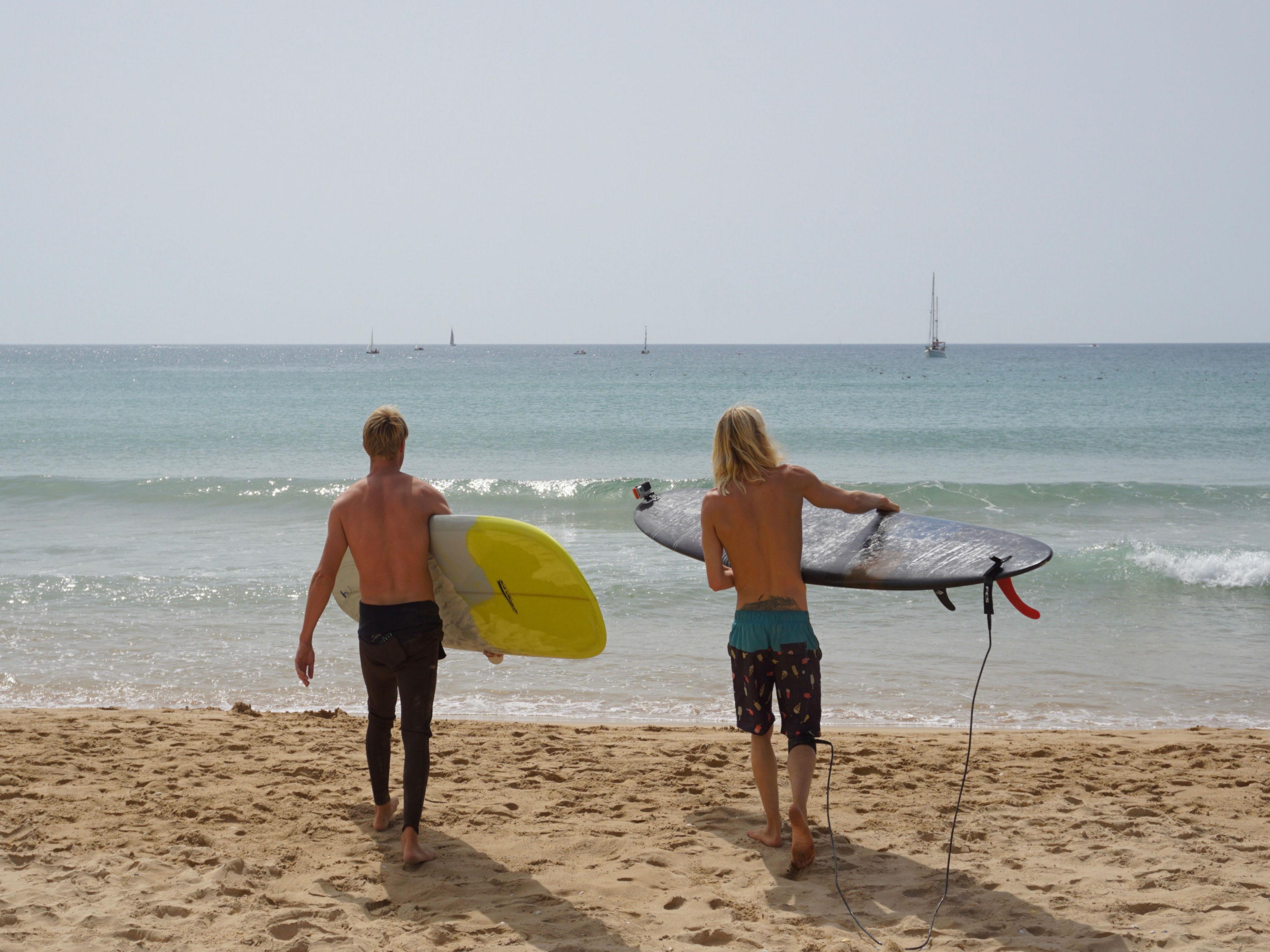 Niels Sam surfing Meia Praia