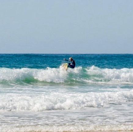 cordoama onshore surfer