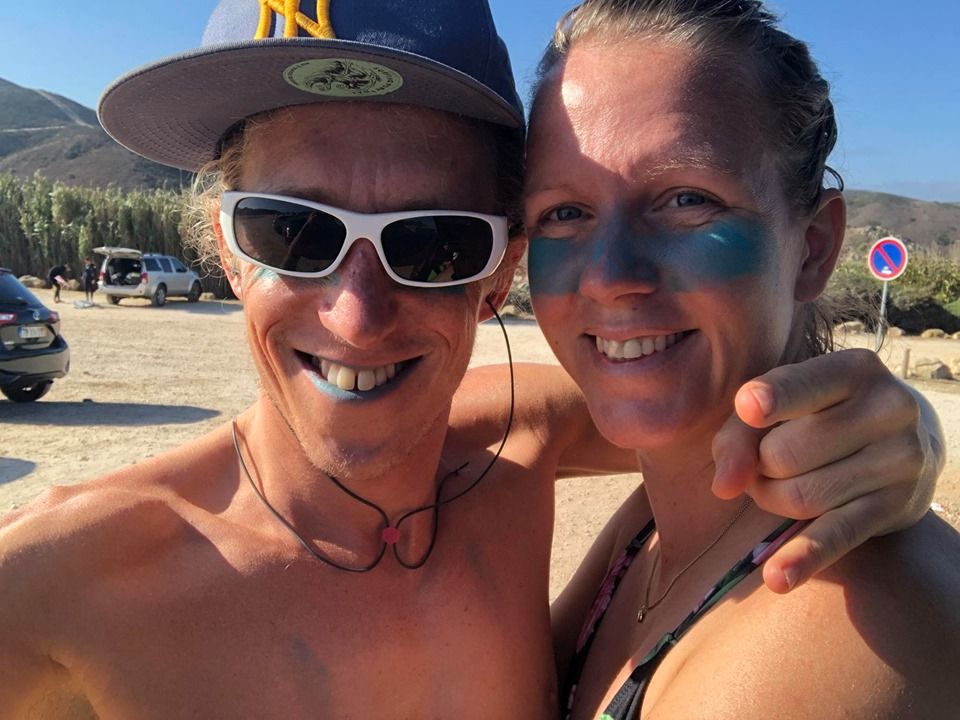 amado happy surf couple