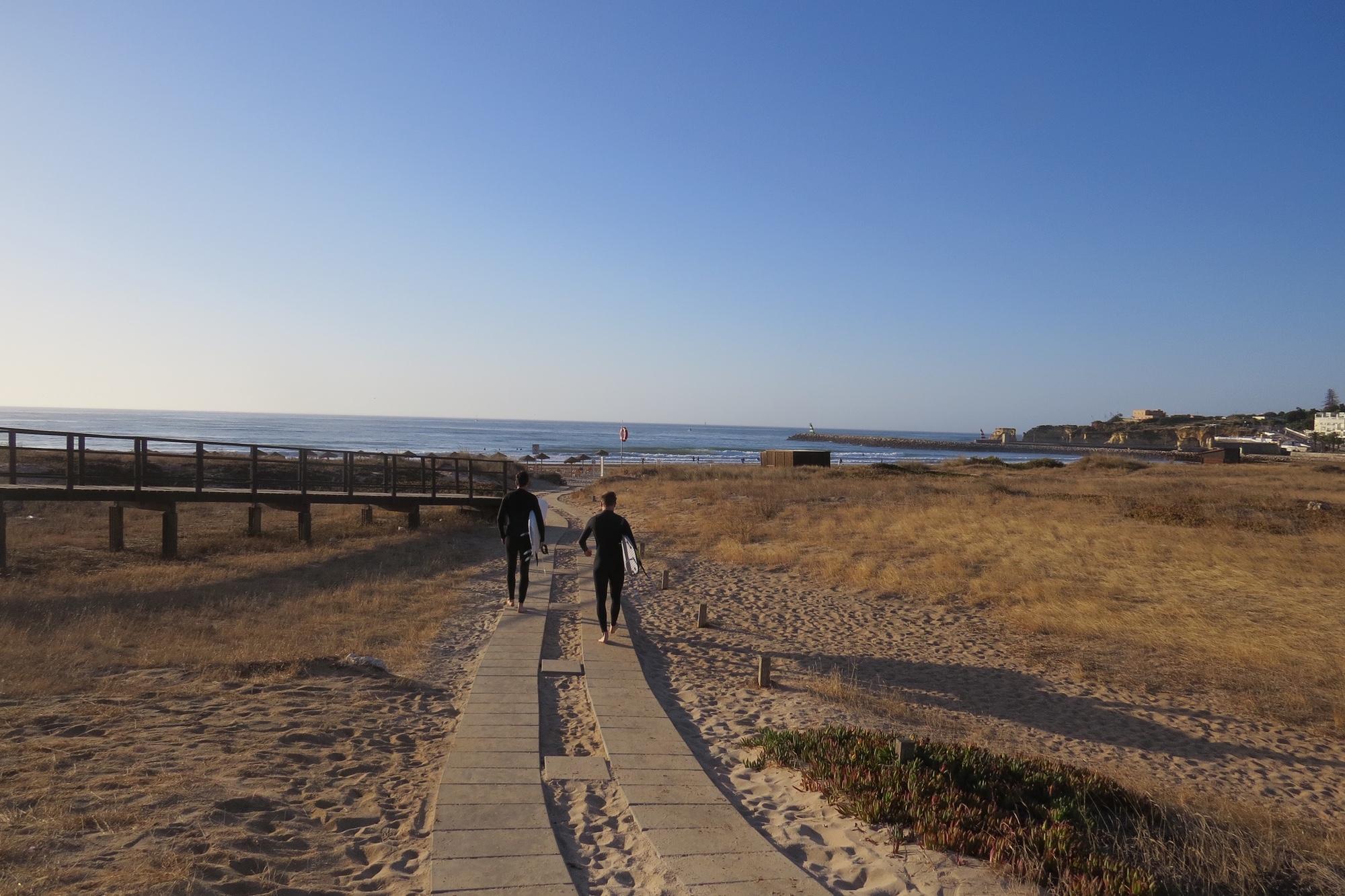surfers meia praia