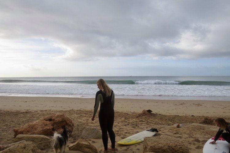 surfgirls getting ready porto de mos