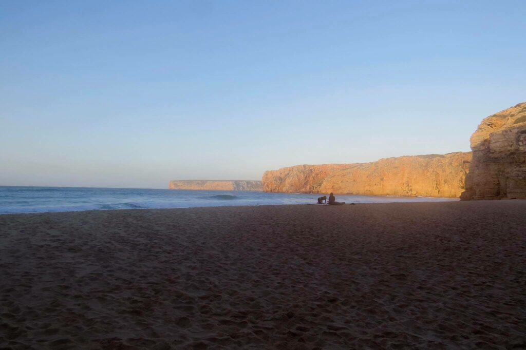 beliche-surf-beach-empty-surfguide-algarve