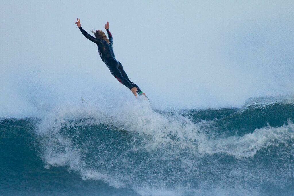 surfguide-algarve-celebration-kick-out