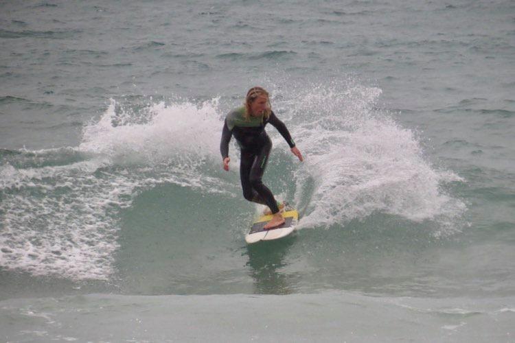 backside-small-wave-surfguide-algarve