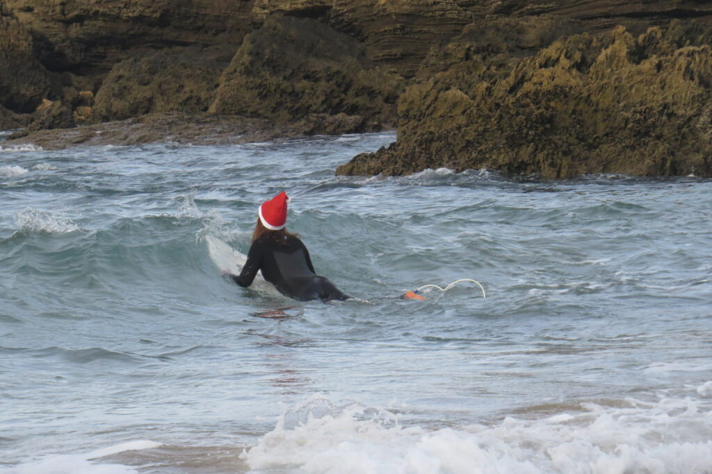 castelejo-paddle-out-christmas-surfguide-