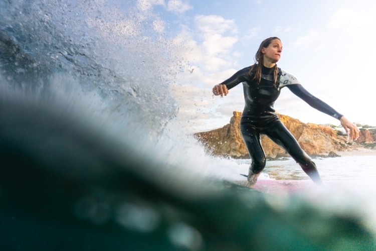 surfgirl-algarve-