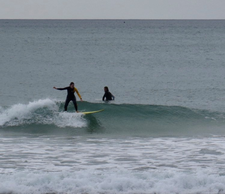 surfguide-guest-on-a-big-wave