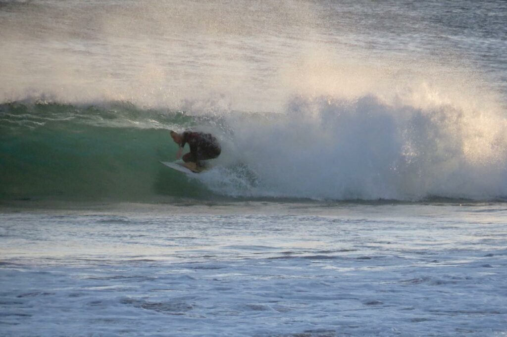 small-barrel-surfguide-algarve