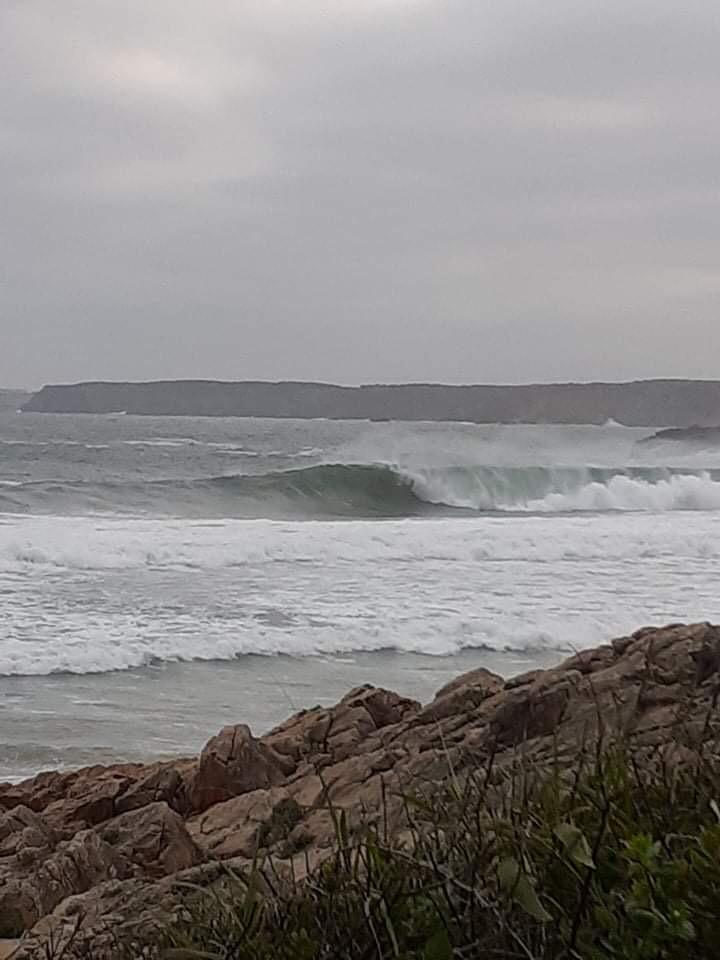 heavy-wave-surf-algarve