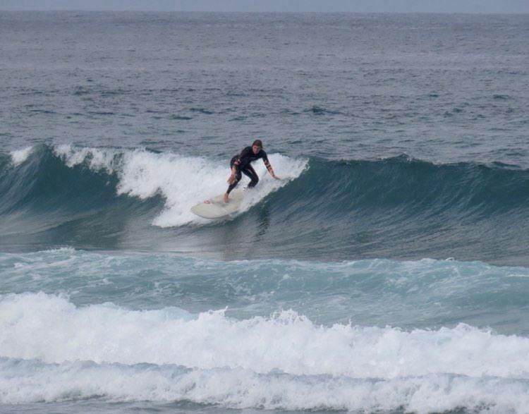 amado surf girl