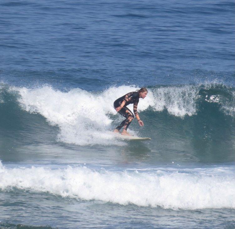 surfgirl-amado-surfguide-algarve