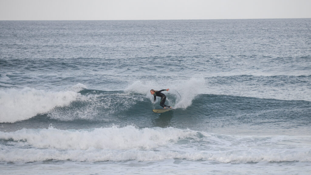 amado-surfguide-algarve-left-