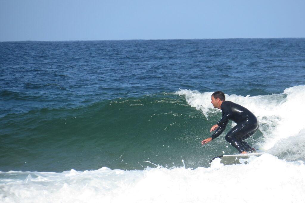 tonel-surfguide-guest-surfing