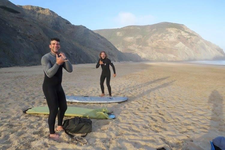 surfguide-algarve-sharing-the-stoke-at-castelejo-