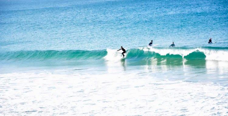 zavial-beach-break-surfing-surfguide-algarve