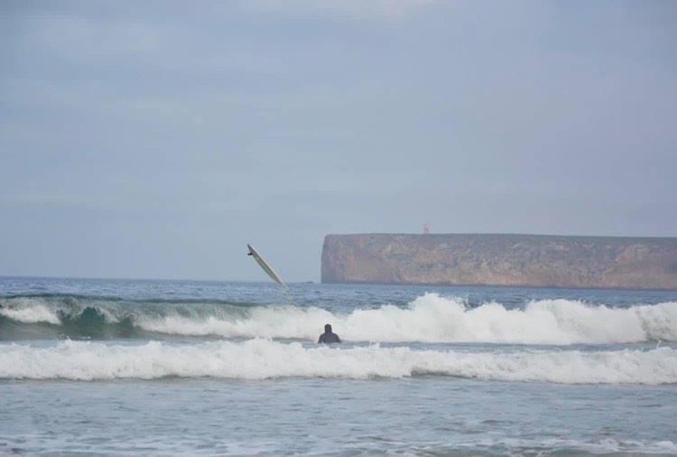 Tonel-wipe-out-surfing-surfguide-algarve