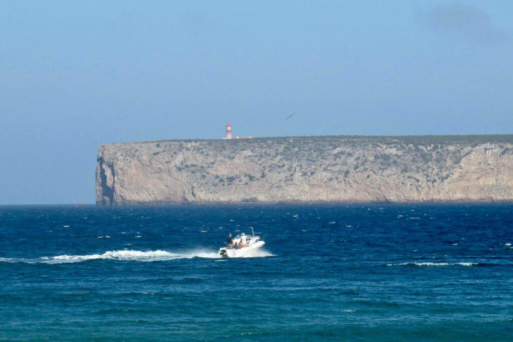 sagres-windy-fisherboat-surfguide-algarve