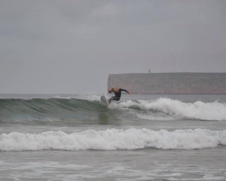 tonel-sagres-small-wave-turn-surfguide-algarve