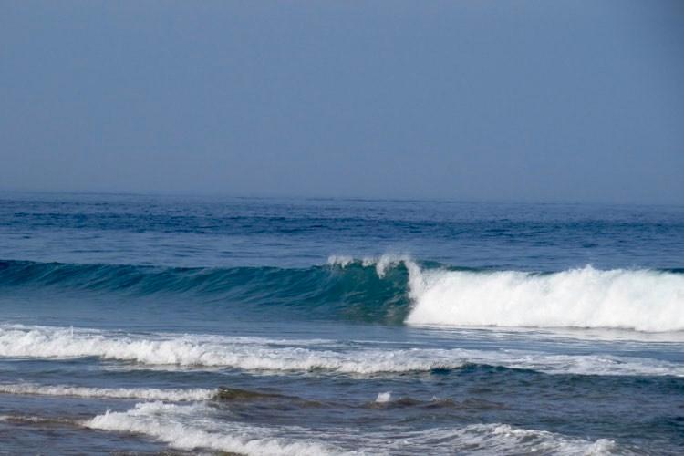 Righ-wave-empty-Tonel-Sagres-surfguide-algarve