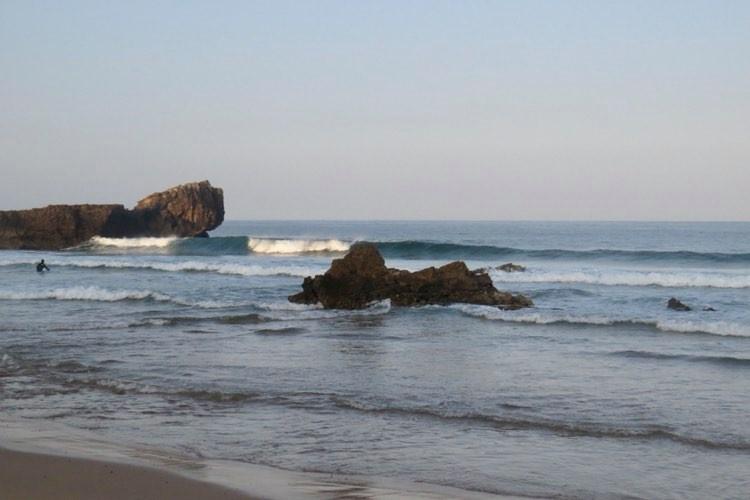 Sagres-Tonel-empty-wave-surfguide-algarve
