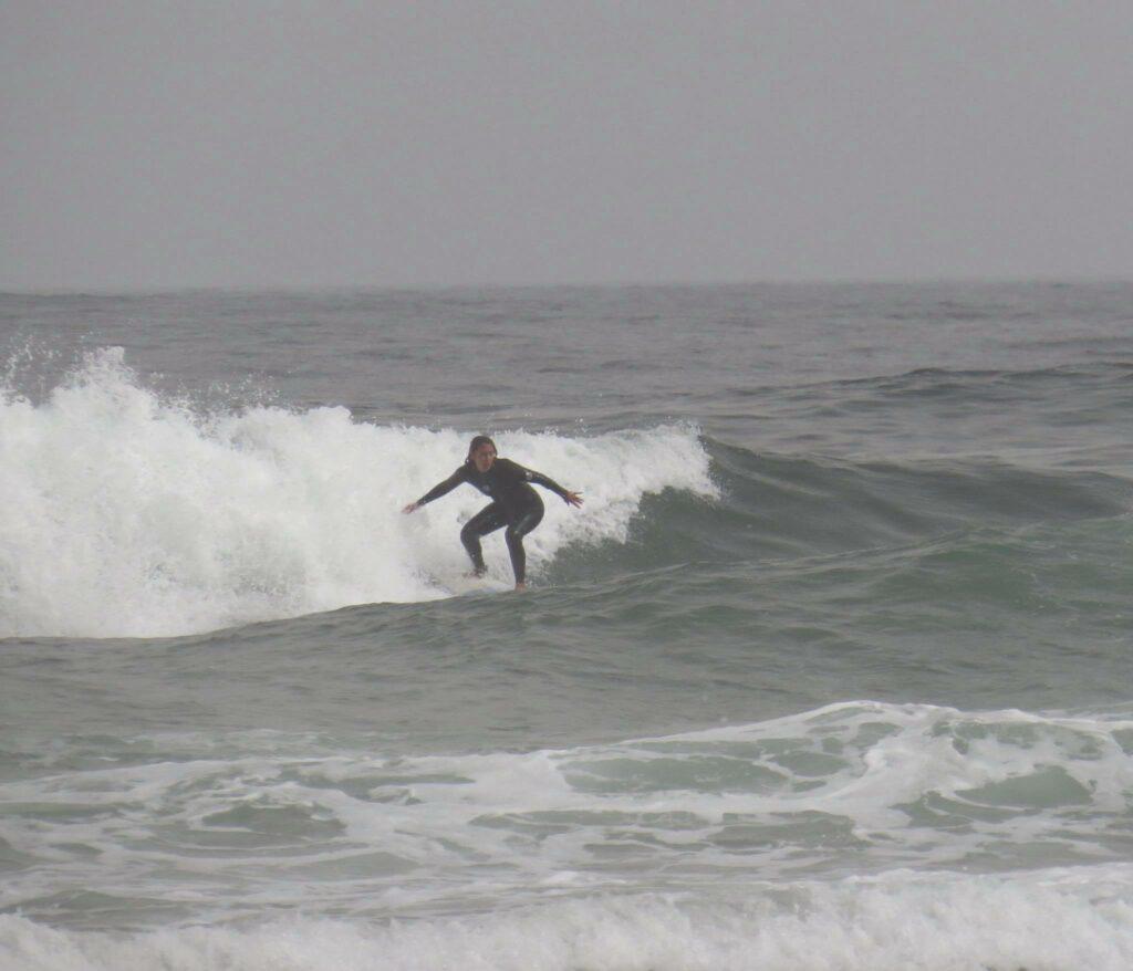 castelejo-surfer-girl-surfguide-algarve