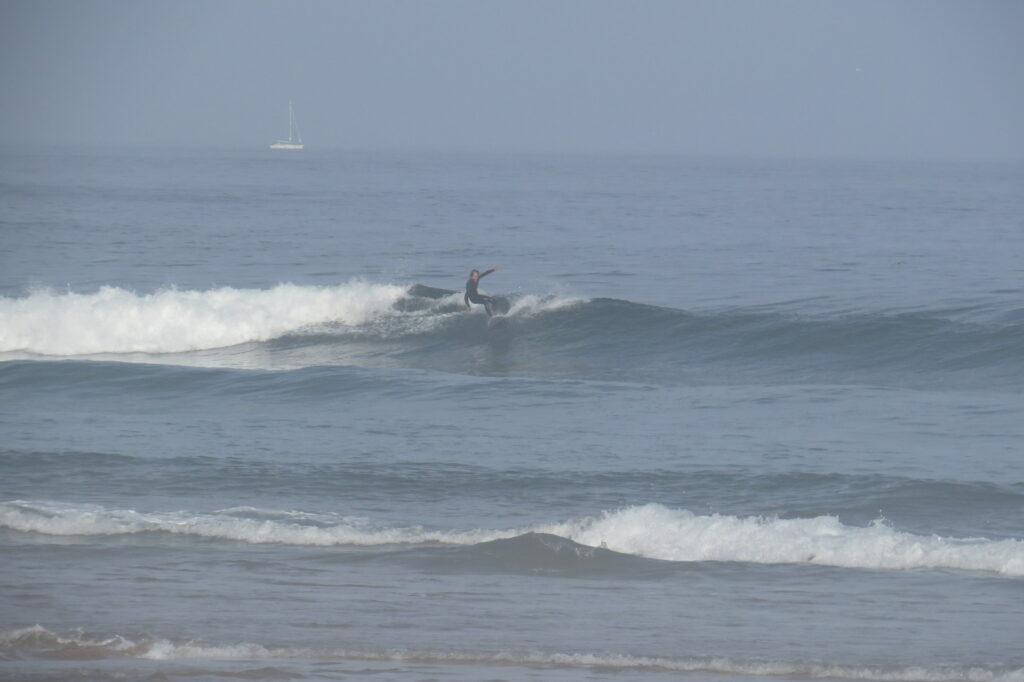 castelejo-surfing-clean-summer-wave-surfguide-algarve-