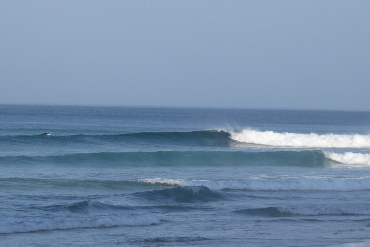 Surfguide session Cordoama in picture-perfect waves